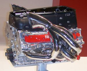 Ferrari_engine_053_v10_2004
