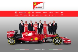 Ferrari_SF15-T_laterale_team_completo